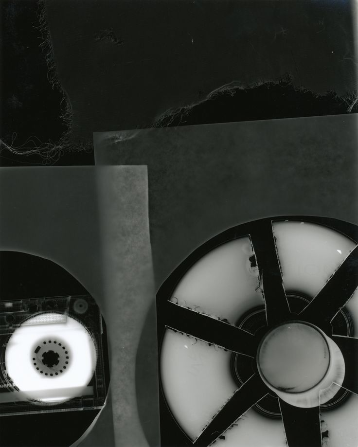 Introduction to the Black and White Darkroom  Intermediate Black and White Darkroom Techniques Advanced Darkroom Printing 1   The Darkroom has a range of enlargers enabling printing from 5x4, 120 to 35mm films  Maximum of 6 students per class Each student will have the use of an enlarger for the duration of the course. Lecturers are experienced photographers/printers  For further information, please e-mail darkroom@blockt.ie