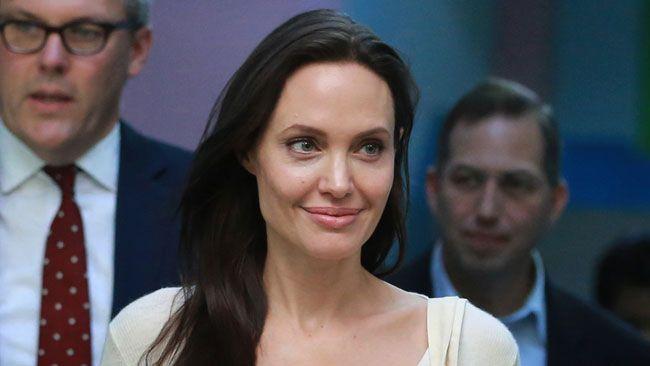 Des photos d'Angelina Jolie nue mises en vente à Londres