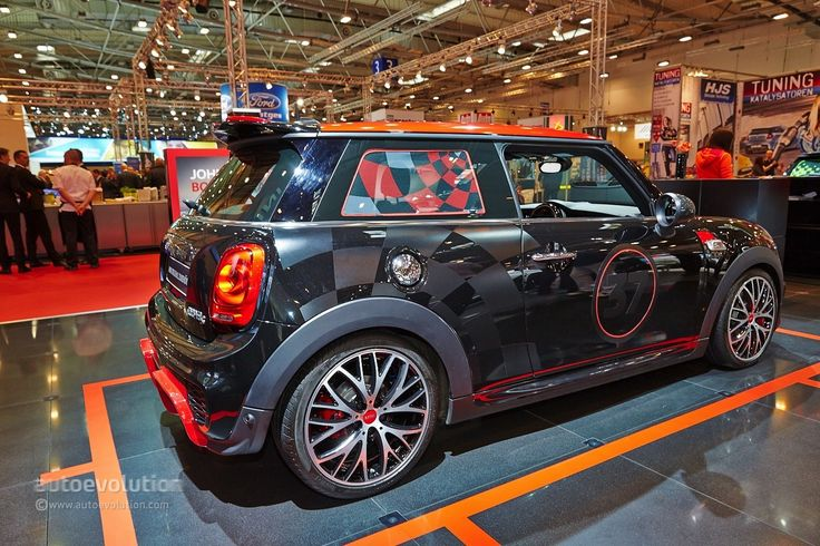 While we were shooting the M Performance parts stand over at BMW we kept noticing an out of ordinary MINI being photographed at the stand next to us. Therefore, we had to go over there and see what was going on. At first, we though it was the new MINI John Cooper Works Hardtop but then we realized it was only the Cooper S.