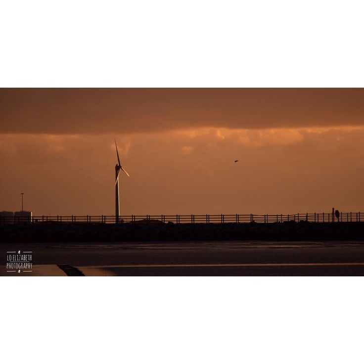 Sunset Power. {2 of 3}  #amateurphotography #amateurphotographer #appicoftheweek #potd #jessopsmoment #nikon #nikonphotography #nikoneurope #nikonofficial #nikond7200 #d7200 #nikonlens #beach #beachphotography #landscape #landscapephotography #sunset #morecambe #morecambebay #visitmorecambe #visitlancashire #coastline #colourphotography #windturbine #naturalpower #renewableenergy
