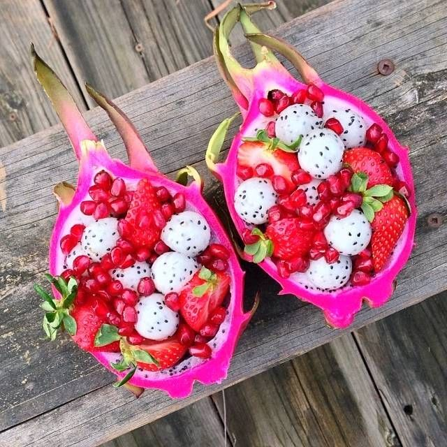 Dragon fruit bowls seem very tropical and summery.