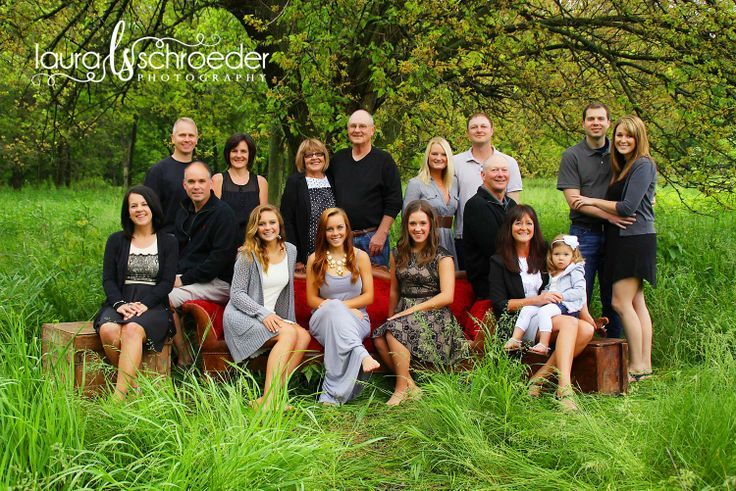 Posing large family groups bing images picture for Photoshoot ideas for groups