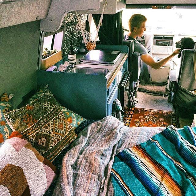 Love the colors in the @happyvanfam van. #vancrush #vanlife #vanlifediares…