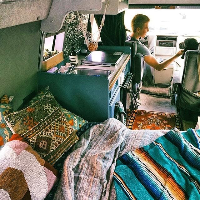 Love the colors in the @happyvanfam van. #vancrush #vanlife #vanlifediares…