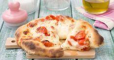 La pizza 5 minuti è semplicemente favolosa, la impastate velocemente con un cucchiaio, la stendete, la farcite e via in forno, non deve lievitare ed è alta, sofficissima, filante e troppo buona!