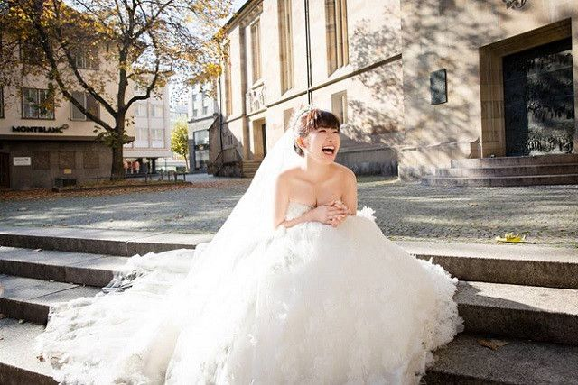 """卓球男子台湾代表の""""江宏傑(ジャン・ホンジェ)""""さんと9月1日に結婚した、リオデジャネイロ五輪卓球女子団体銅メダルの""""福原愛""""さんが、披露宴発表に合わせ、ドイツで撮影したという…ウェディングドレス姿を公開!これが ■可愛すぎ! ■とっても幸せな気持ちになった! ■子供の頃から知っているだけに、グッと"""