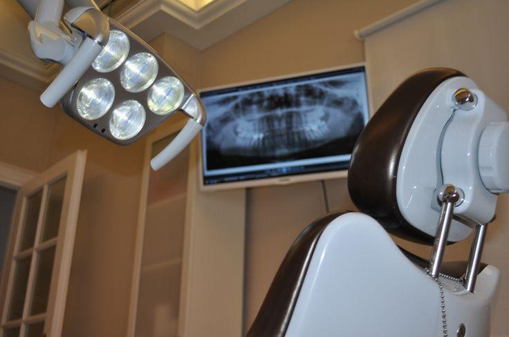 Clínica Dental Cervera, su clínica de confianza en Estepona. Tratamientos de Ortodoncia, Implantes, Cirugía Dental, Odontología General, Estética #dentalclinic #dentalbox #dental #dentistry #dentist #clinicadental #box #gabinete #dentallogo  #Kavo #Rx