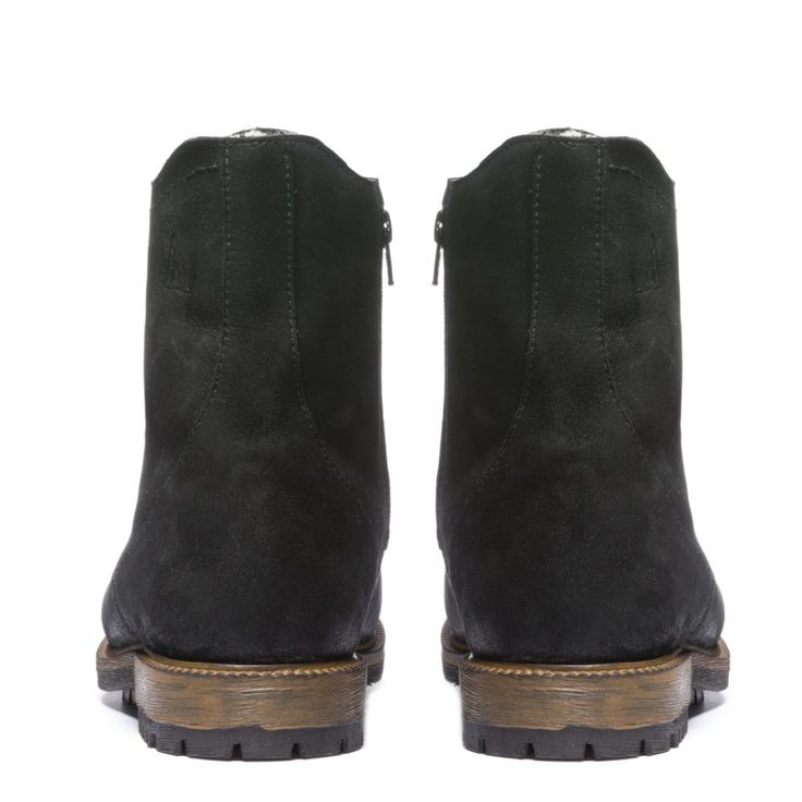 Turin Mens Winter Cold-Weather Boots - Mens leather boots - Mens black leather boots - Mens black boots - Mens waterproof boots - Handmade wool lined boots. Anfibio Boots® waterproof handcrafted winter boots are made in Montreal, Canada. Luxurious craftsmanship guarantees long-lasting comfort. Anfibio's handmade winter walking boots are warm and durable. Shop men's winter boots, men's snow boots, men's boots, men's cold weather boots, men's winter fashion http://www.bottesanfibio.com