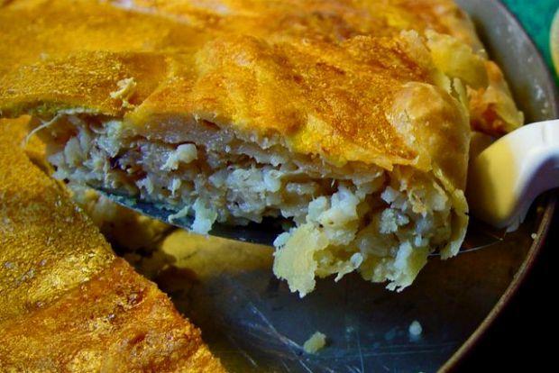 Οι λεπτές, παραδοσιακές πίτες που φτιάχνουν οι Ελληνίδες, από Θεσσαλία και πάνω, όπως κι όλες οι μαγείρισσες στα Βαλκάνια, την Τουρκία και τη Μέση Ανατολή, είναι τελείως διαφορετικές από τις σύγχρονες χοντρές αστικές, οι οποίες διαδόθηκαν από τη στιγμή που η παραδοσιακή τεχνική άρχισε να ξεχνιέται.