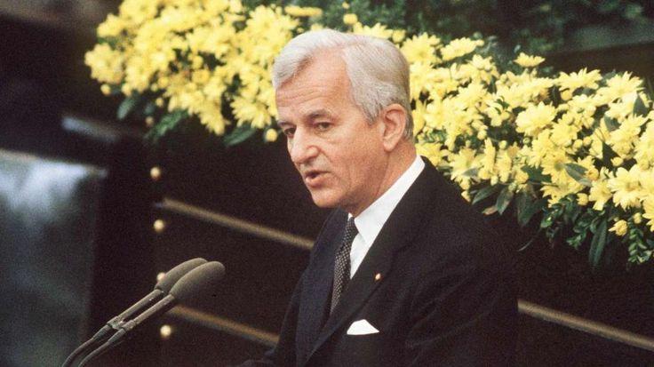 8. Mai 1985: Weizsäcker bei seiner vielbeachteten Rede im Bonner Bundestag während der Feierstunde zum Ende des 2. Weltkrieges vor 40 Jahren http://www.bild.de/politik/inland/richard-von-weizsaecker/alt-bundespraesident-richard-von-weizsaecker-ist-tot-39552990.bild.html