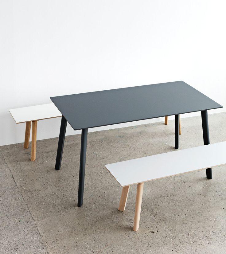 Spisebord fra HAY. CPH Deux serien fra HAY er en møbelserie som erdesignet fortrange forhold. Serien byr på spisebord, salongbord og benker i 12 forskjellige størrelser. Den høyteknologiske nanolaminaten på bordplaten har en sterk, matt og slitesterk overflate med en myk touch. Den er anti-fingeravtrykk, samt lett å rengjøre. Mål L140 x W75 x H73 cm Materiale Ramme, velg mellommattlakkert eik, Bøk ubehandlet, eller 5 malte farger. Materiale Bordplate Laminat. Velg mellom 5 farger.