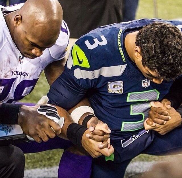 An awesome picture of two of my favorite NFL players