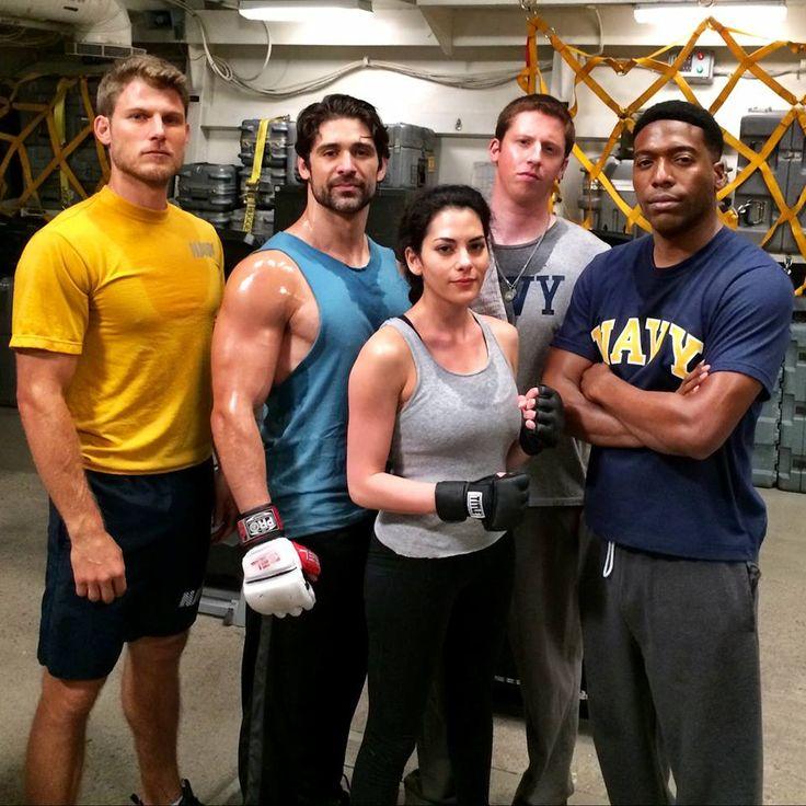 Il cast di #TheLastShip 2 durante un duro allenamento sul set! Da sinistra: Travis Van Winkle, Bren Foster, Inbar Lavi, Kevin Michael Martin e Jocko Sims.