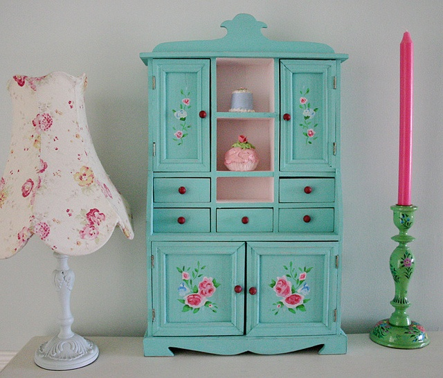 mini dresser, use these colours for the dresser?