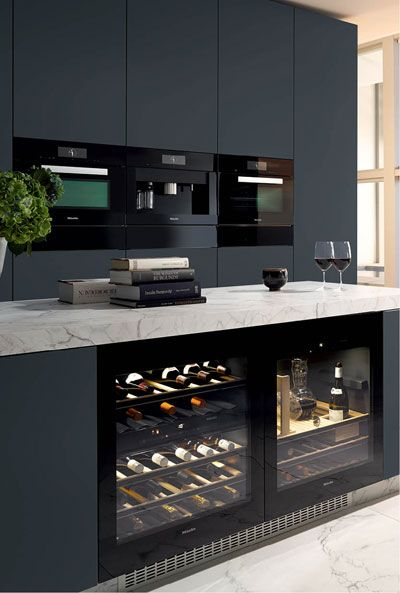 Miele Kitchen. I spy a decanter (which always comes in handy). Clean lines. Marble counter top. Built in wine cabinet. Lovely. http://go.jeremy974.lemondemeill.1.1tpe.net Plus de découvertes sur Déco Tendency.com #deco #design #blogdeco #blogueur