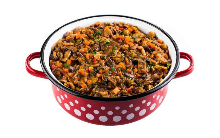 Tocăniță de ciuperci și legume, în sos delicios.   www.masafamiliei.ro