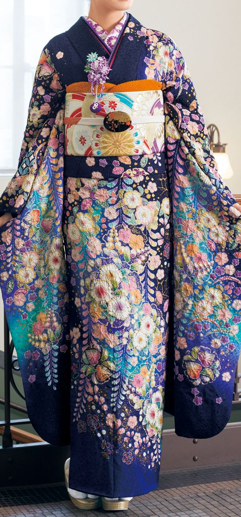Hulisode: long sleeved formal kimono, single women only. This is gorgeous.