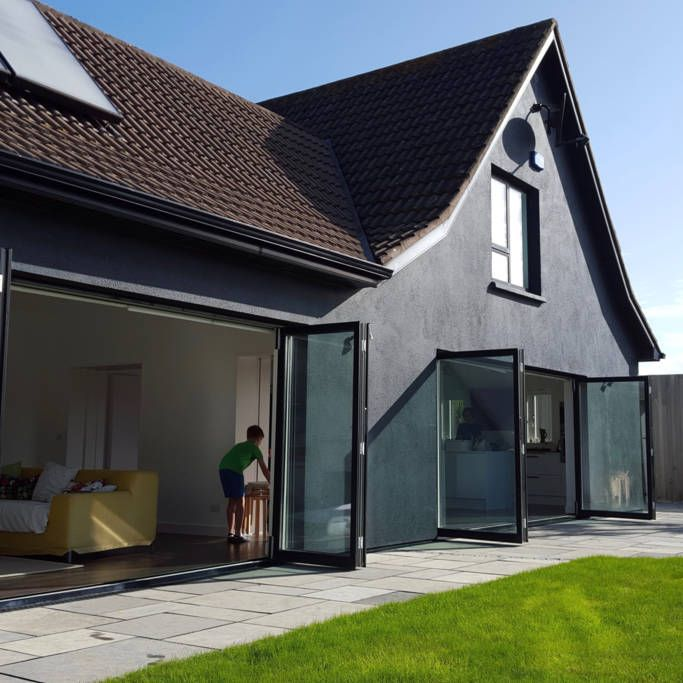 House in Rosslare, Ireland. This is our bright, spacious and airy holiday home, next to the beautiful beach in Rosslare Strand. It's ideal for entertaining friends or enjoying family time and we hope you love your time here as much as we do. Sit back, relax and wind-down.  O...