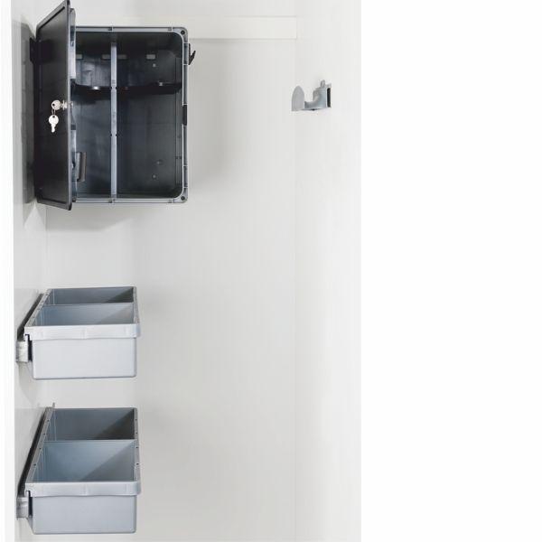 IMA siivouskomerosarja sisältää lukittavan kemikaalikaapin, kaksi laatikkoa kiskoineen sekä letkukaaren pölyimurille. Väri hillitty harmaa. #siivous #siivouskomero #vaatehuone #gripshop