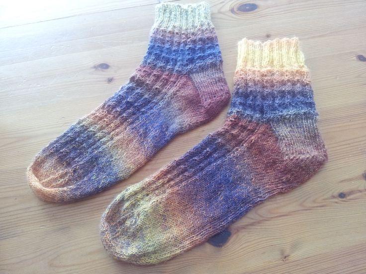 Brei jij je eigen sokken? Nee? Waarom niet? Sokken breien is niet moeilijk. Als je de cursus sokkenbreien bij Breiclub.nl volgt, kun je direct aan de slag.