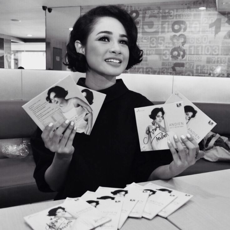 Andien's Signing up the albums, got yours?   #LetItBeMyWay
