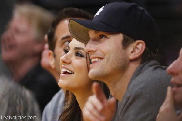 Mila Kunis y Ashton Kutcher ¿Comprometidos? - http://www.leanoticias.com/2013/12/05/mila-kunis-y-ashton-kutcher-comprometidos/