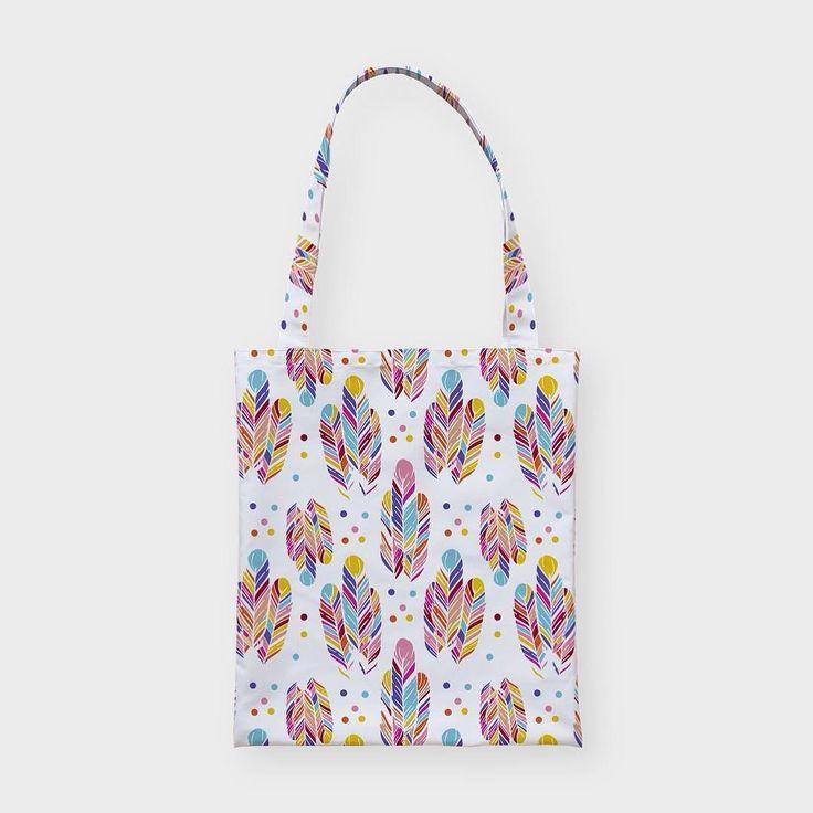 Пестрые перышки на текстильной сумке Hipoco. Снаружи любой принт на ваш выбор внутри красивый хлопковый подклад и вместительный карман. На Hipoco.com  ловите по слову перышки. Автор принта Olizabet. #hipoco #hipocobag #art#bag#totebag#паттерн#перья#перо#ткань#иллюстрация#паттерн#рисунок#скетч#графика#акварель#illustration#drawing#feathers#pattern#watercolor#aquarelle#sketch hipoco.com