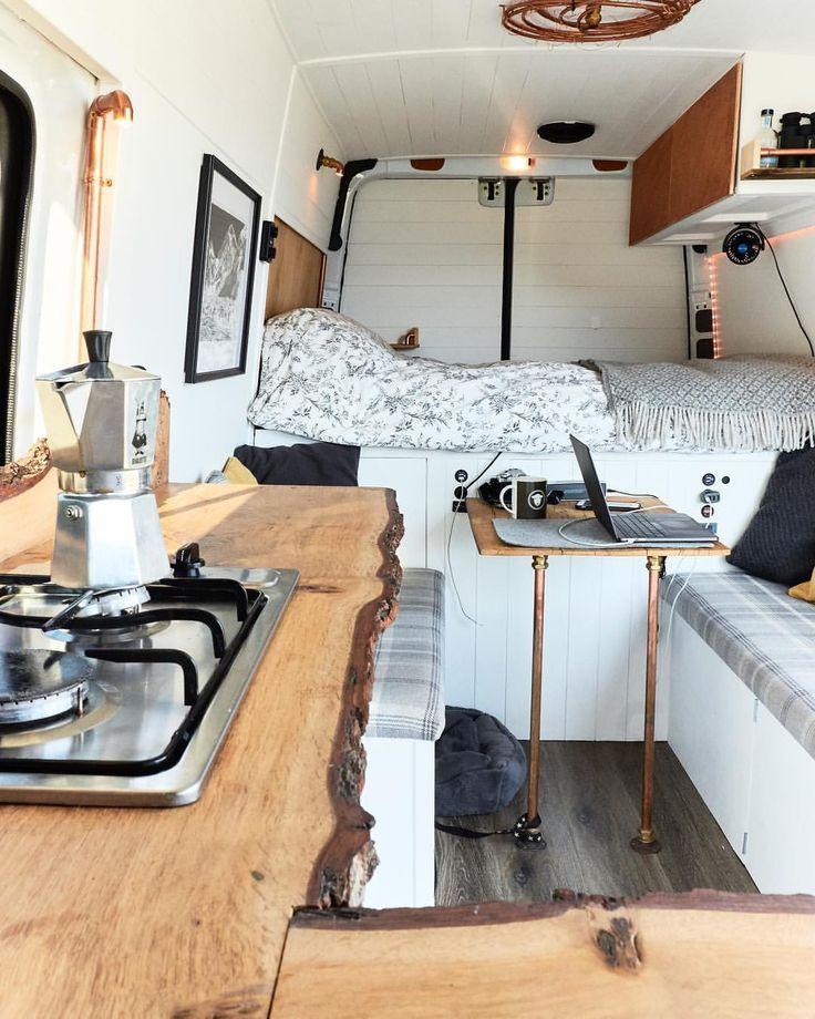 Unser Van hat 4 Zonen, den Küchenbereich, den Essbereich zum Essen und Arbeiten und …   – Camper