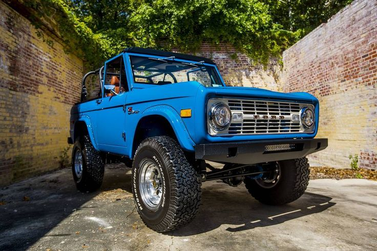 Another shot from our latest '76 Bronco photoshoot. #classicfordbronco #classic #earlybronco #vintagebronco #fordbronco #Ford #bronco #fordsofinstagram #earlybroncodrivers #fordtruck #fordracing #4x4 #shoplife #broncolife #Pensacola #blue #aesthetic #urbandecay #velocityrestorations