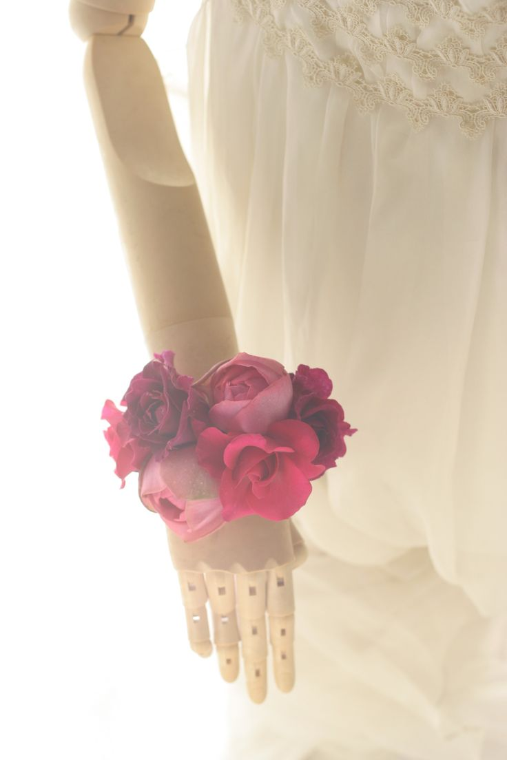 ダウンスタイルの花のヘッドドレスとリストブーケ 目黒雅叙園様へ : 一会 ウエディングの花