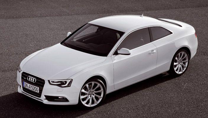 El Audi A5 juega con las proporciones de los coupés clásicos. El techo plano y el diseño de la línea del techo transmiten elegancia deportiva.
