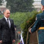 RT – Daily news: 'Not made of sugar': Putin shrugs off badass downpour pic