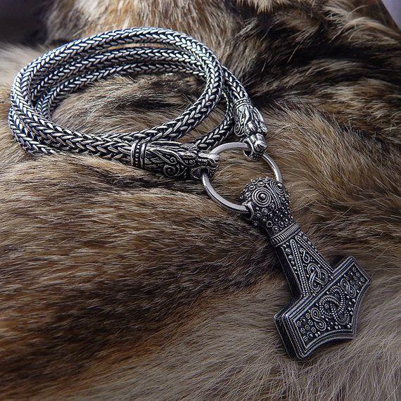Wer auch immer diese Hammer, hält, wenn er würdig, sein ist die Macht von Thor besitzen  Bredsatra Thors Hammer (Reproduktion)  Auf der Grundlage von realen Thor Hammer finden Sie unter Bredsätra in Öland, Schweden, Sterling silber Anhänger gehalten jetzt im Swedish Museum of National Antiquities.  BEI der fünften Foto zeigt ein Museumsstück. NICHT UNSER PRODUKT.  Thors Viking Hämmer sind oft Mjollnir oder Mjolnir genannt, da dies der Name lautet, die, den Thor seinen Hammer Wikinger gab. Es…