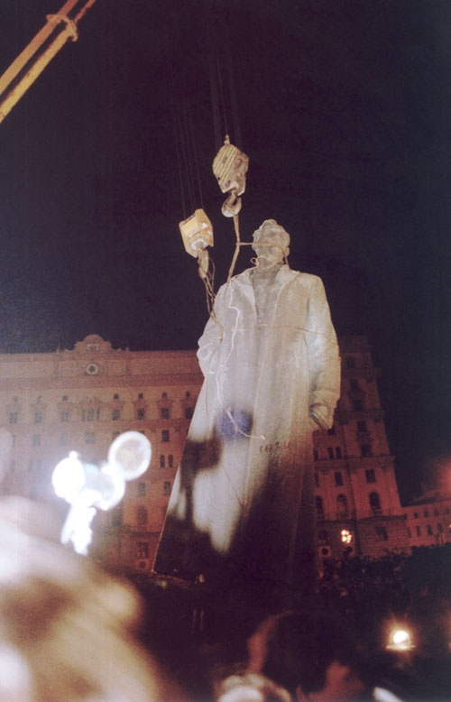 Activists removing the statue of Felix Dzerzhinsky from its prominent place in Moscow next to the KGB offices. Dzerzhinsky founded the forerunner of the KGB under Lenin and helped to establish the Gulag. Courtesy of the Gulag Museum at Perm-36.