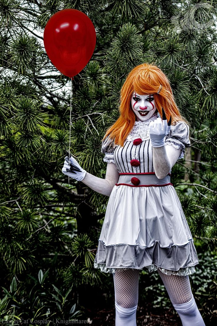 Pennywise cosplay by LaineyCat Cosplay (Stephen King's It ...