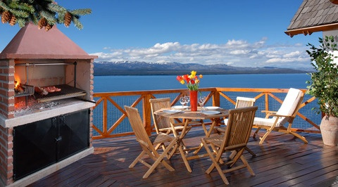 This extraordinary Villa is the ideal pick when you are looking for a convenient and luxurious stay in #Patagonia. Located in Bariloche, has breathtaking views to the lake! #argentina