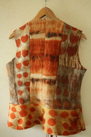 yarnconfessions:    Ecoprinting with eucalyptus by Marijke Eken