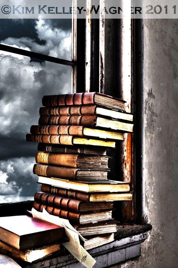 """""""Si el libro que leemos no nos despierta de un puñetazo en el cráneo, ¿para qué leerlo?... Un libro tiene que ser un hacha que rompa el mar de hielo que llevamos dentro"""". » Franz Kafka"""