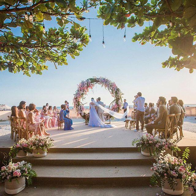O Por Do Sol Mais Lindo Das Nossas Vidas Romantic Wedding Receptions Beautiful Beach Wedding Wedding