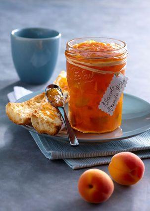 Confiture d'abricot aux amandes rôties