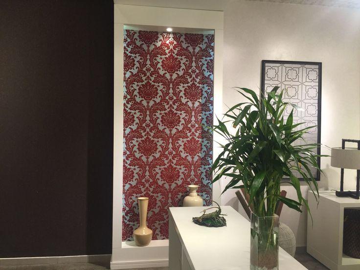 Troca de papel de parede no nosso showroom. É simples, prático e rápido transformar sua casa. #MundoNaru