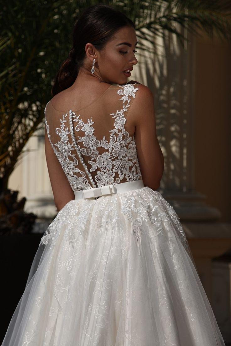Suknia ślubna Isabel - połączenie koronki i żakardu daje widowiskowy efekt tej sukni - dostępna w Galerii Ślubu Kamea