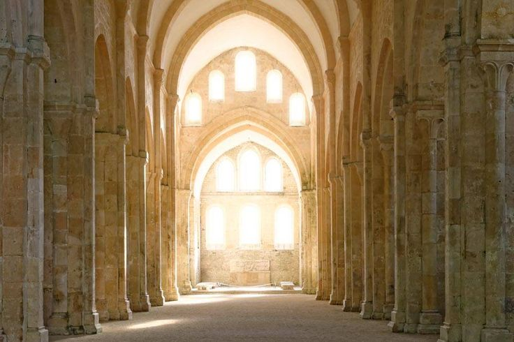Abbaye de Fontenay - Côte d'Or - France  L' Abbatiale : nef et choeur