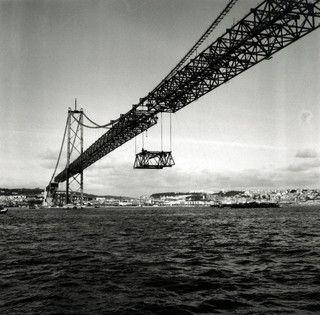 Comemora amanhã, 6 de Agosto, 50 anos. A inauguração da Ponte 25 de Abril em 1966 mudou a face da margem sul do Tejo