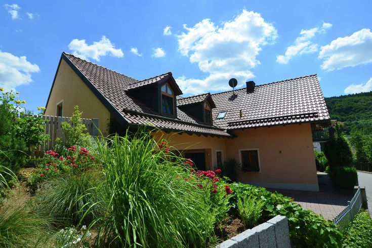 Vakantiehuis in Riedenburg (Beieren) Riedenburg ist een erkend kuuroord en staat ook wel bekend als de parel van het Altmühltal. In het dorpsdeel Prunn (ongeveer 4 km buiten Riedenburg) treft u deze comfortabele vakantiewoning. Voorts tr