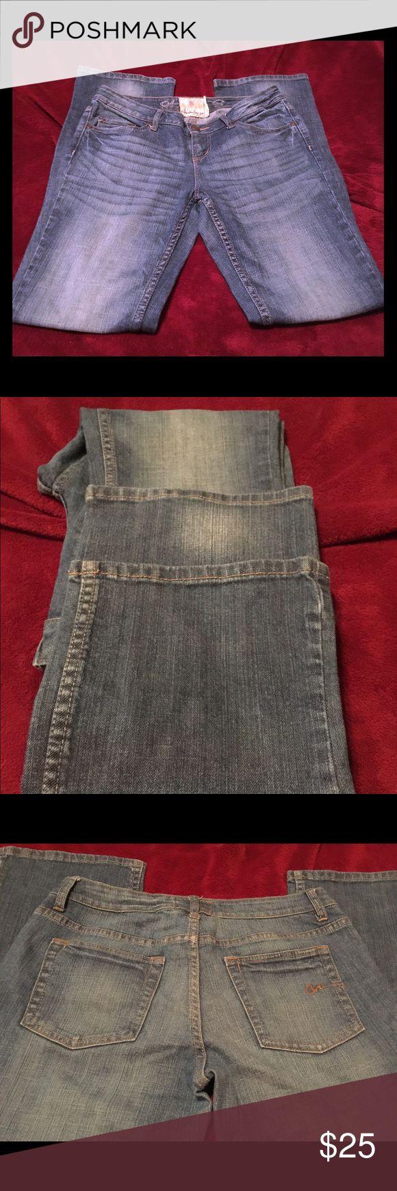American Rag Jeans juniors American Rag size 7R.  5 pocket jeans. American Rag Jeans