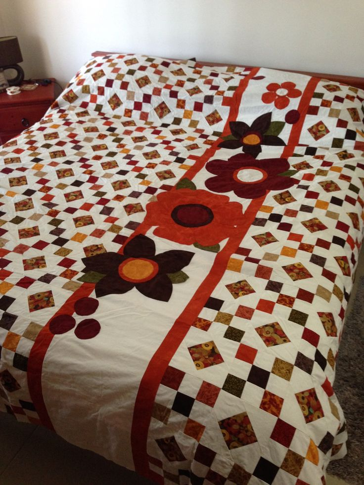 Gobble chain free quilt pattern off Craftsy with slight changes