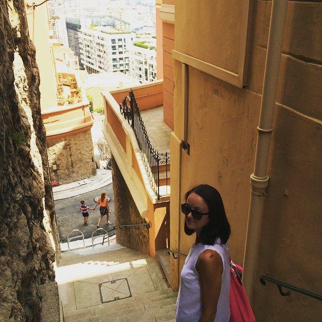 #JardinExotique Ох эти улочки в #Монако Лифт как общественный транспорт :) #Monaco #отпуск #путешествиепоевропе by starcevaolya from #Montecarlo #Monaco