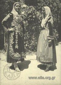 Εορτασμοί της 4ης Αυγούστου: γυναίκες με παραδοσιακές ενδυμασίες της Αττικής (Σαλαμίνα και Μέγαρα) στο Παναθηναϊκό Στάδιο.1937.