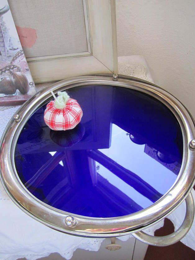 http://de.dawanda.com/product/70507327-Seltene-Tortenplatte-Glas-blau-silber-Fuesschen-alt
